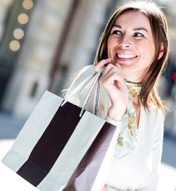 shoppingwoman_26599052.jpg