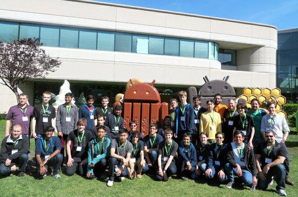 codeincamp_i2_Group photo with Android statues and mentors(1).jpg