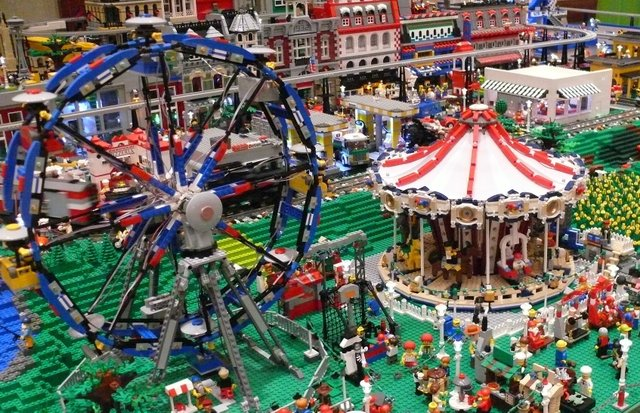 Brickworld Lego Con, Online